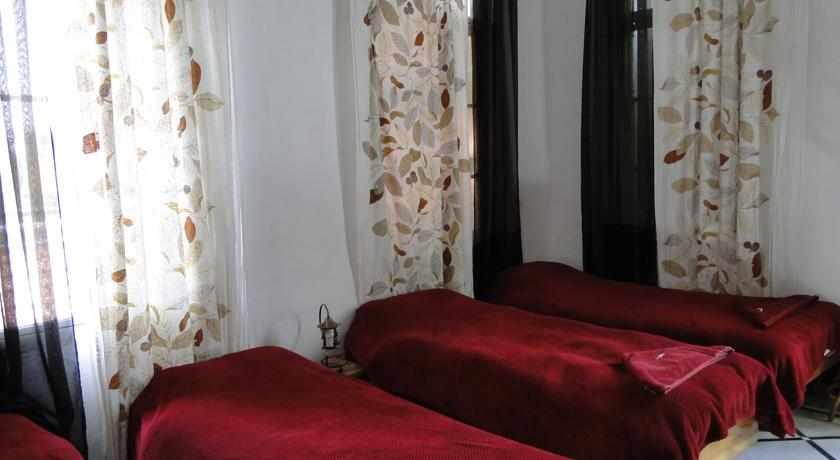 חדרים אכסניית פאוזי עאזר