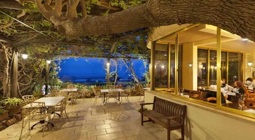 מרפסת נוף לים מלון בית מימון