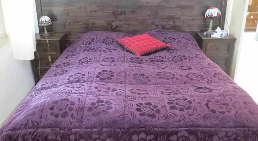 מיטה זוגית מלון אל מוטראן בנצרת