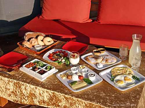 ארוחת בוקר אניצ'ה