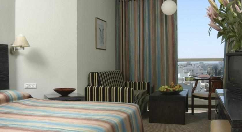 חדר זוגי במלון קרלטון בנהריה
