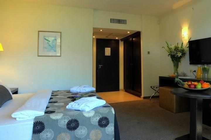 חדרים מלון קרלטון בנהריה