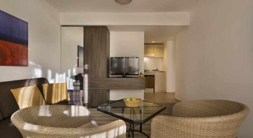 סלון במלון פונדק רמון