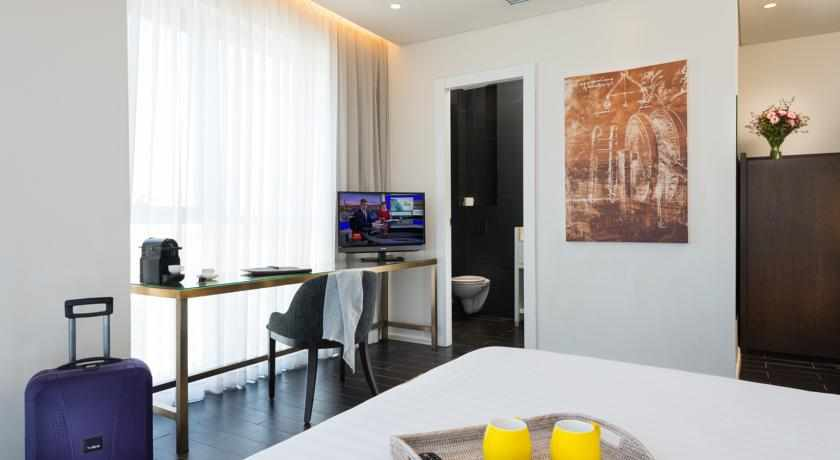 חדר מאובזר מלון לאונרדו בוטיק חובות