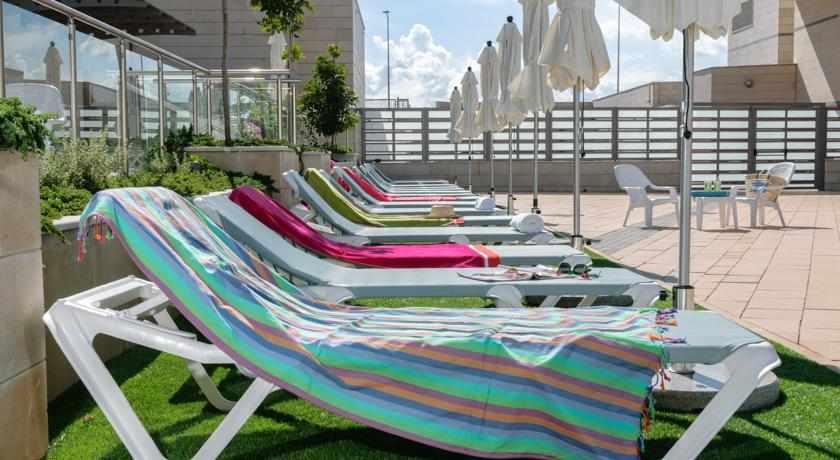 מיטות שיזוף מלון לאונרדו פלאזה אשדוד