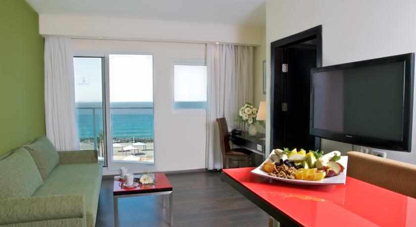 חדר נוף לים מלון מדיסון נהריה