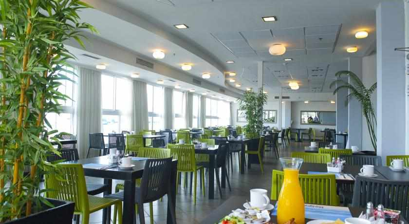 חדר אוכל מלון מדיסון נהריה