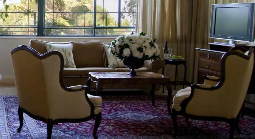 סלון ישיבה ואירוח מלון מצפה הימים