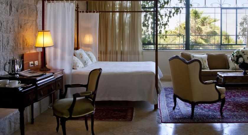 חדרים מאובזרים במלון מצפה הימים