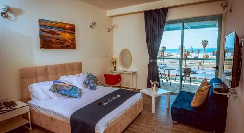 חדר עם מרפסת לים מלון סור לה מר