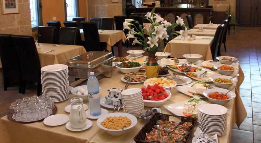 ארוחת בוקר מלון עכוטל