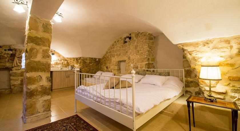 חדרים זוגיים אבני חושן בצפת