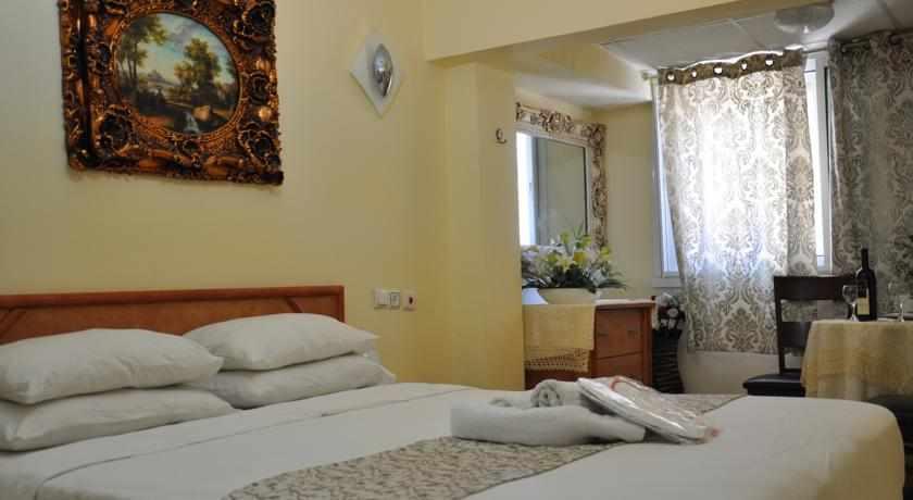 מיטה זוגית מלון סוויטות בת ים