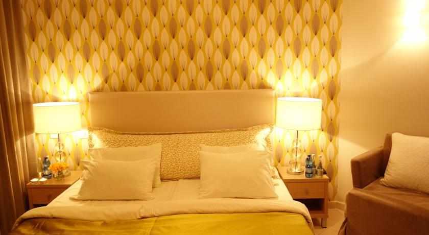 מיטה זוגית מלון חוף עכו