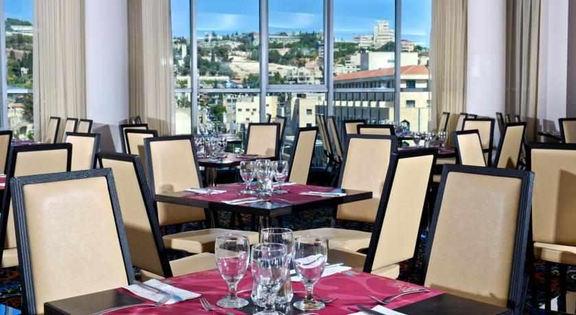 הכנות לארוחת ערב במלון גולדן קראון בנצרת