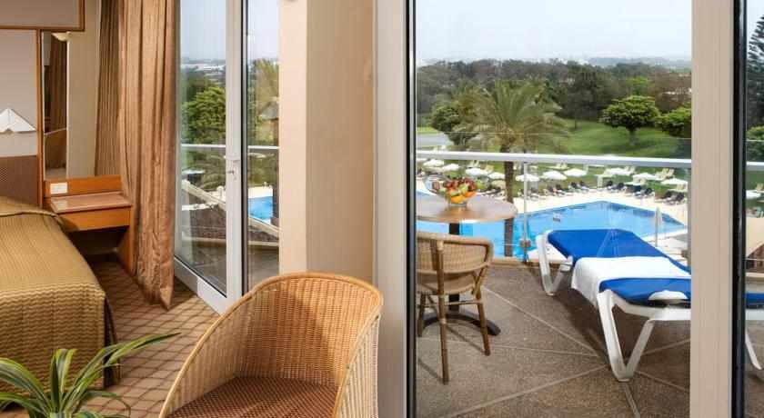 חדר לבריכה מלון דן קיסריה