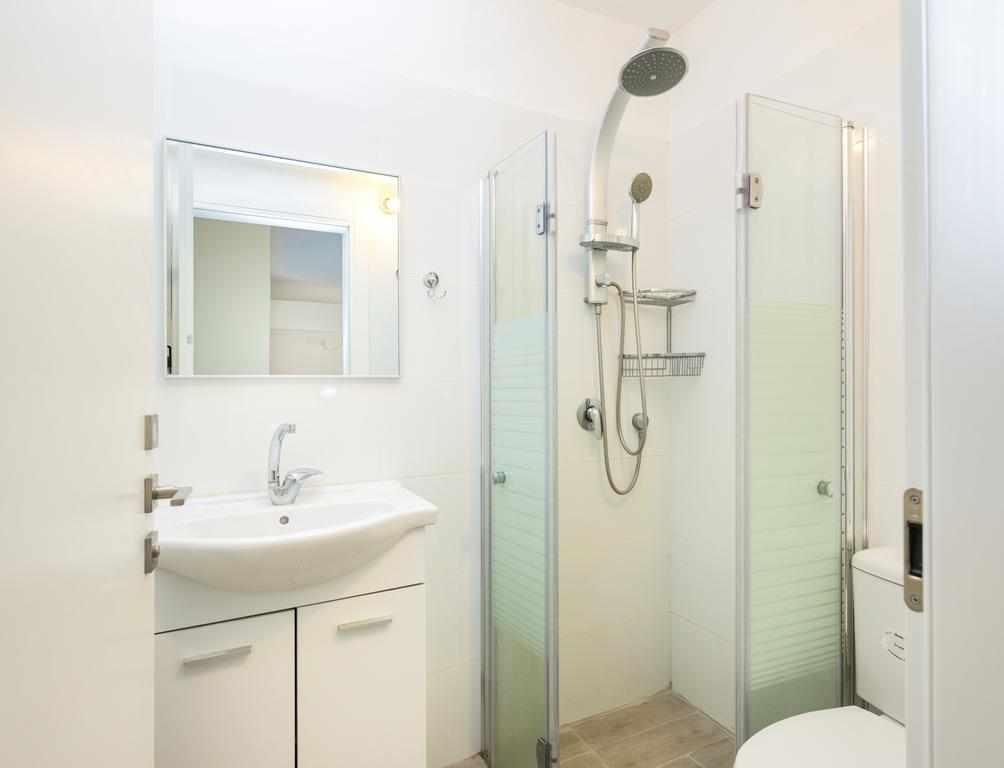 אמבטיה ושירותים דירות ליד בלינסון