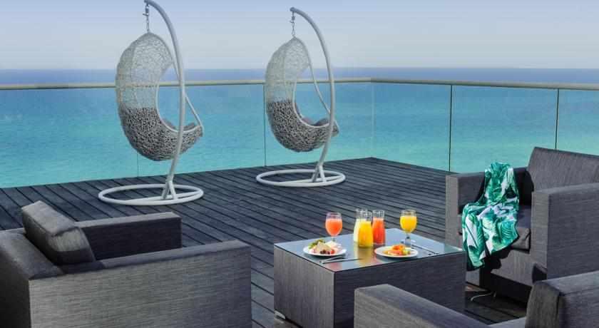 מרפסת מלון לאונרדו סוויט בבת ים