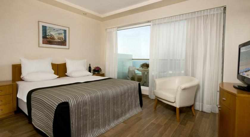 חדר זוגי מלון לאונרדו סוויט בבת ים