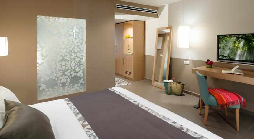 חדר דלקס מלון לאונרדו סוויט בבת ים