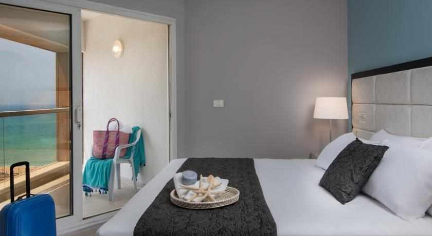 חדר נוף לים מלון לאונרדו סוויט