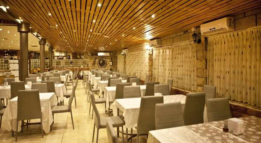 חדר אוכל מלון קלאב רמון