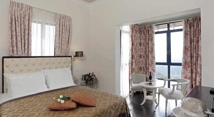 מיטה זוגית מלון וילה גליליי בצפת