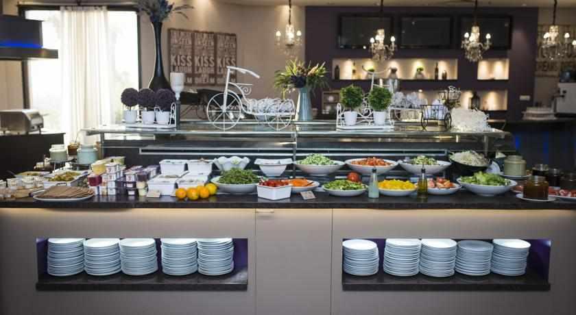 ארוחת בוקר מלון רימונים חוף התמרים