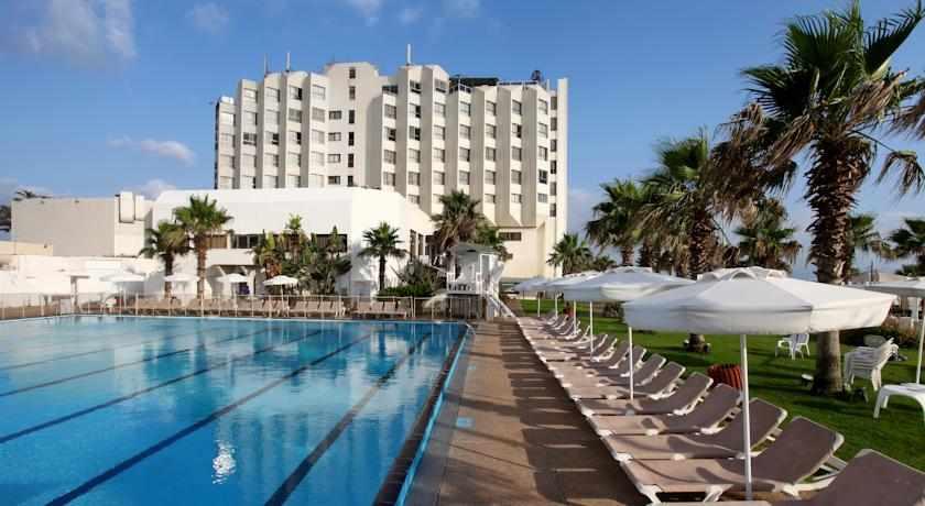 בריכה מלון רימונים חוף התמרים
