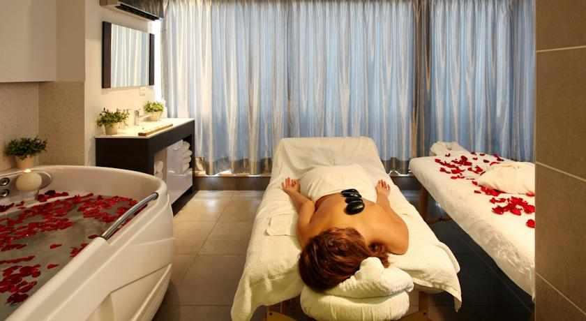 חדר טיפולים זוגי מלון רימונים חוף התמרים