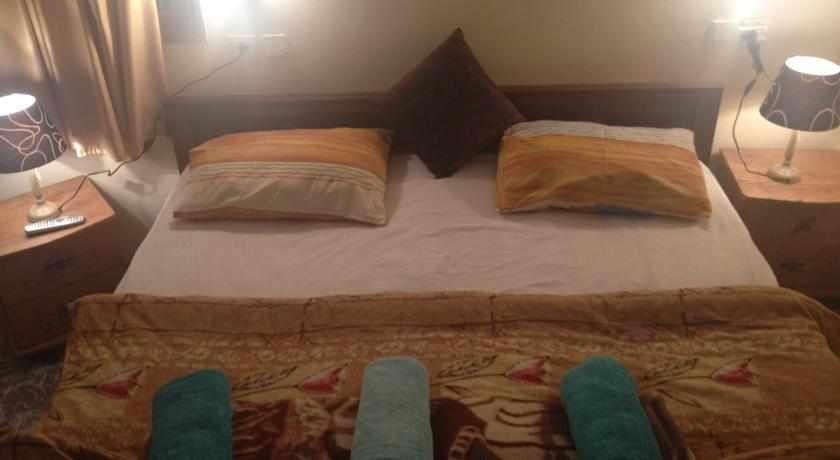 מיטה זוגית אכסניית שער עכו