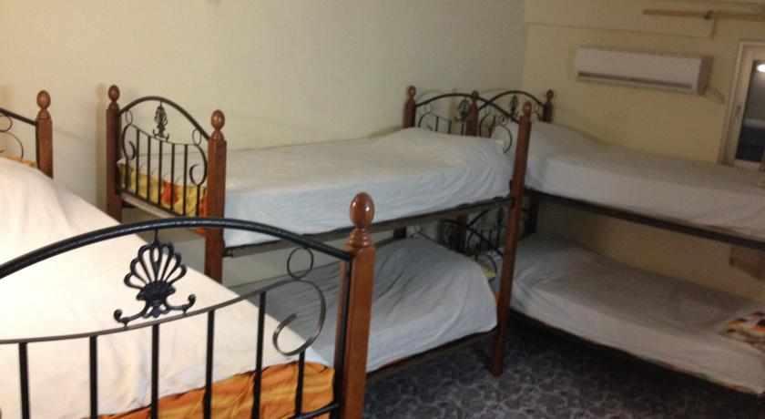 מיטות קומתיים אכסניית שער עכו