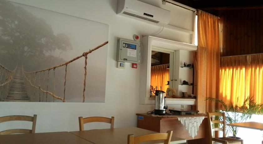 חדר אוכל מלון אמיגו