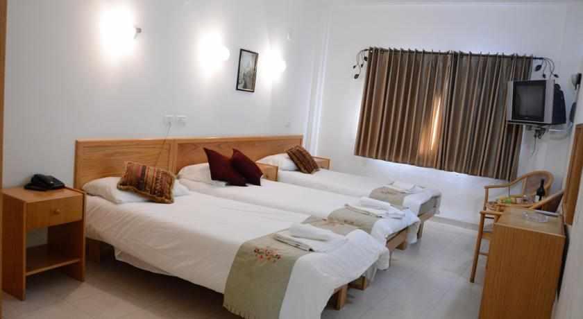 חדר לשלושה מלון הגליל בנצרת
