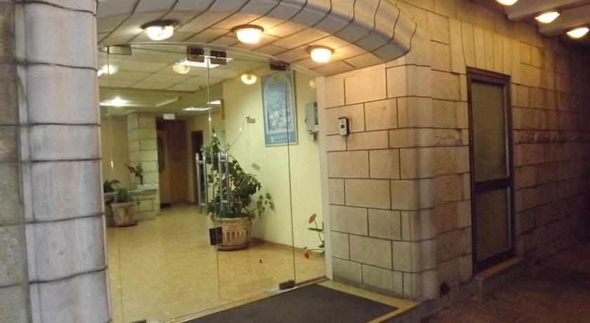 כניסה למלון הגליל בנצרת