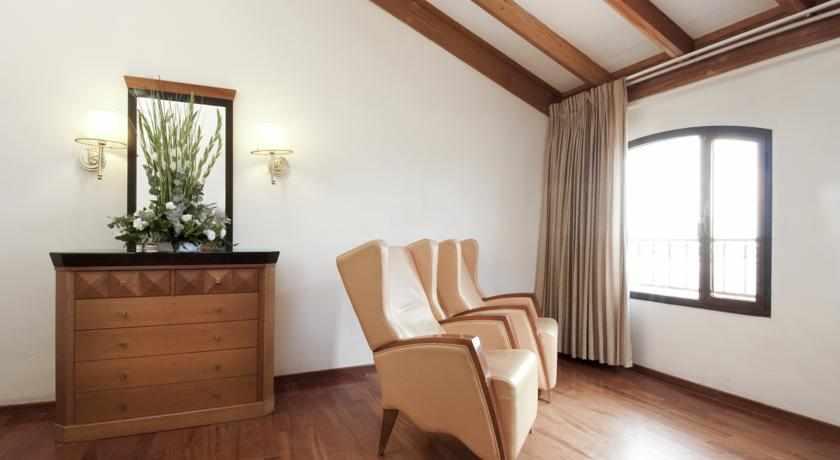 חדר מלון רות רימונים