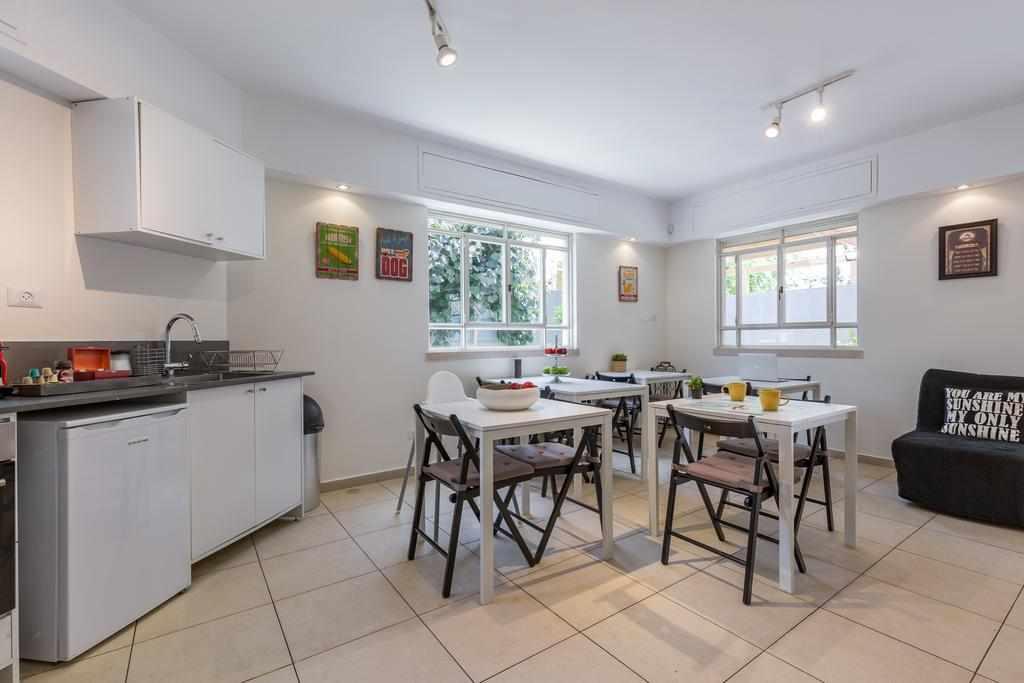 מטבח ושולחנות אוכל דירות נופש סוויטות גן