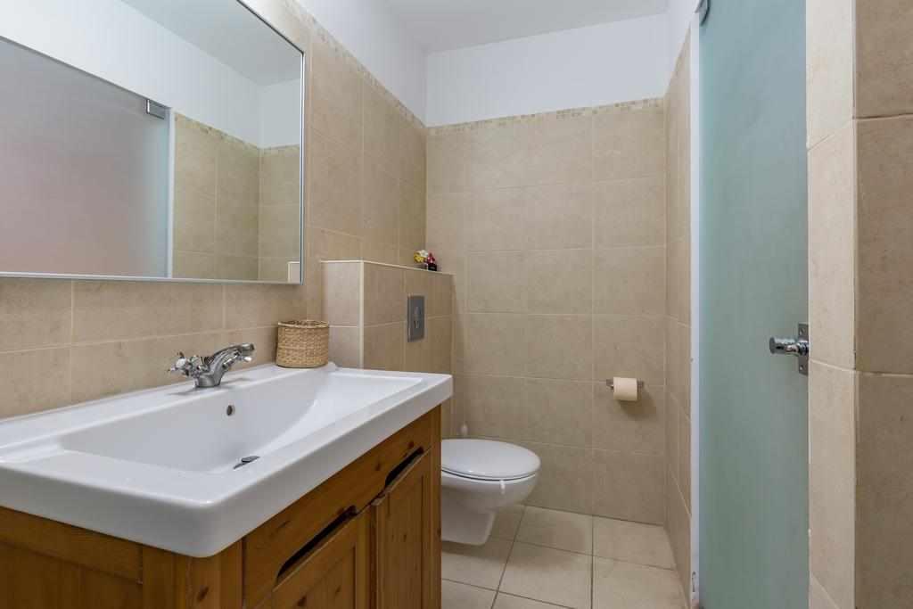 אמבטיה דירות נופש סוויטות גן ברעננה