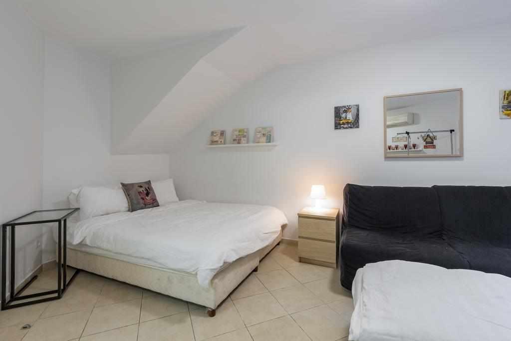 חדר משפחה דירות נופש סוויטות גן