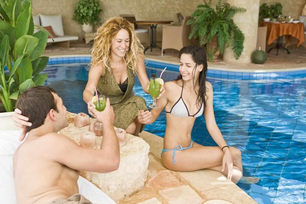 אורחים במלון כנען וילאג' בחד נס