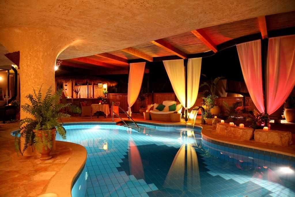 מלון כנען וילאג' בחד נס בלילה